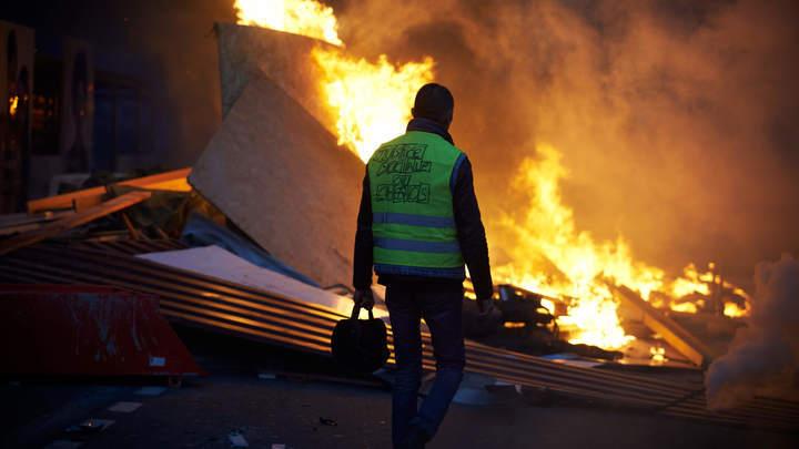 Власти Парижа компенсируют магазинам убытки, причинённые жёлтыми жилетами