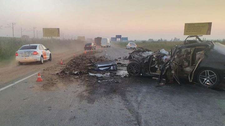 В Адыгее в аварии с грузовиком три человека погибли и один пострадал