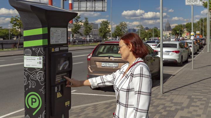 Стало известно, на каких улицах Петербурга появится платная парковка в 2021 году