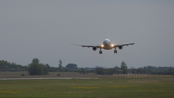 Минский аэропорт - окно в Европу: Как Жанна Немцова на двух машинах бежала из России