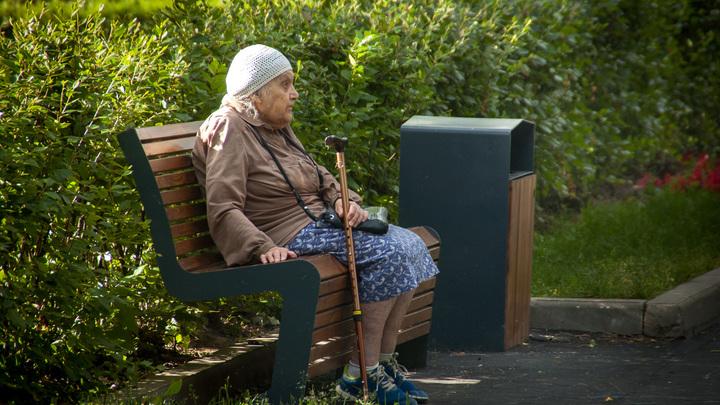 Они её всё равно оставили!: Соседка выписанной на лавочку пенсионерки потребовала справедливости