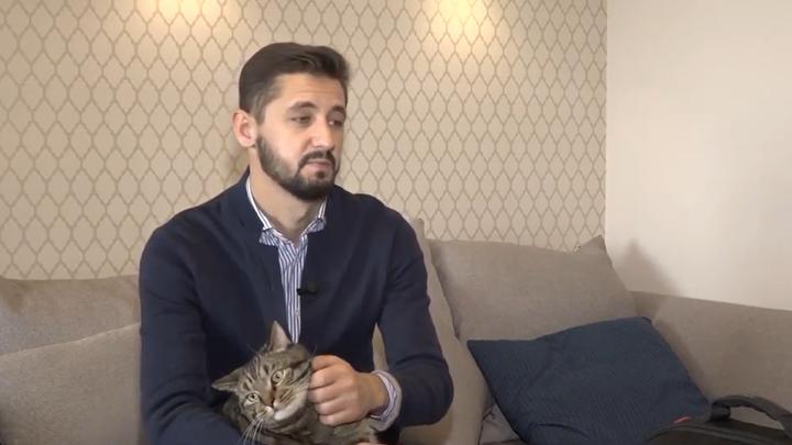 14 лет дружбы обнулили по СМС: Хозяин толстого кота раскрыл, как с ним расстался Аэрофлот