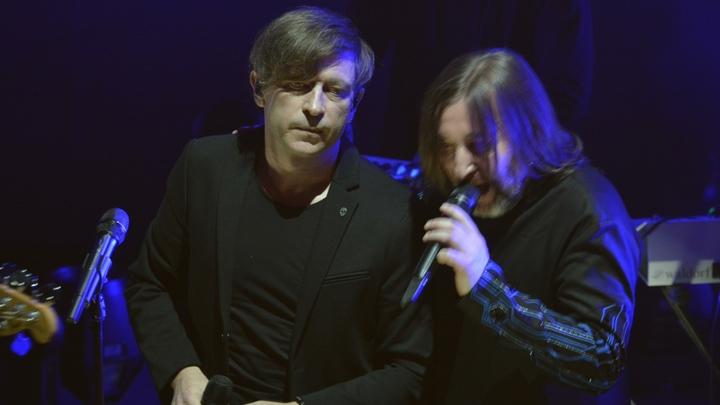 Несмотря на коронавирус у солиста, концерт «БИ-2» в Санкт-Петербурге отменять не собираются
