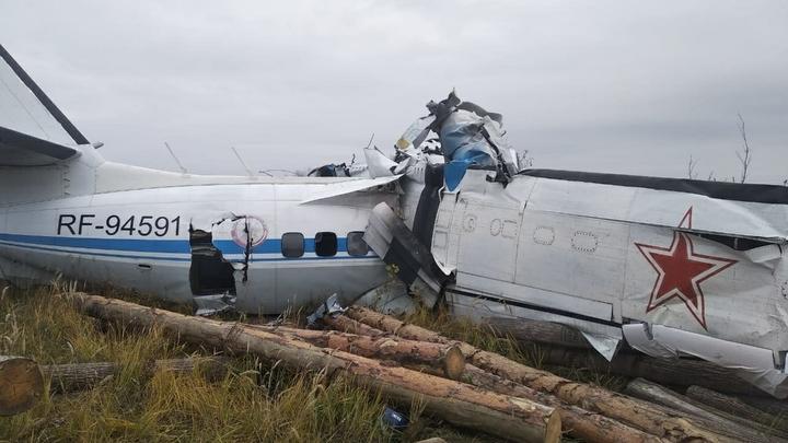 Сделал кувырок и сложился пополам: Опубликованы кадры крушения L-410 в Татарстане