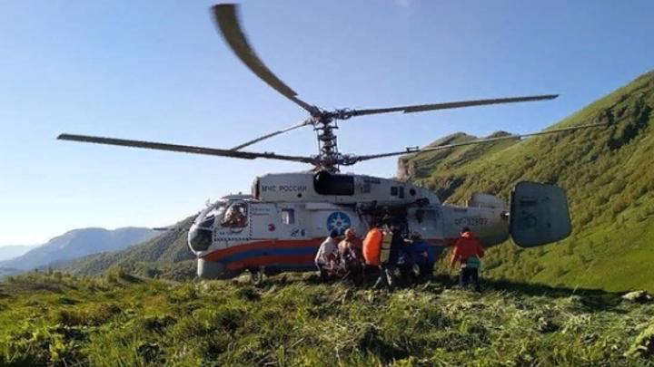 Спасатели Адыгеи на вертолете Ка-32 эвакуировали травмированного туриста в Сочи