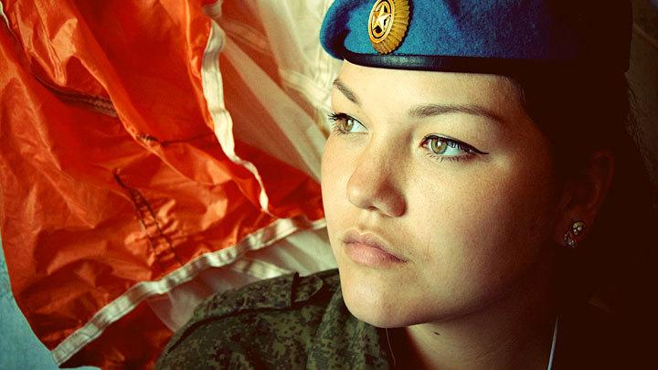 Небо, парашют, девушка: Каких женщин берут в десантники