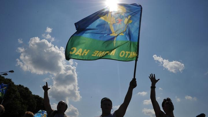 Депутат Шерин объяснил акцию с сорванными погонами у памятника десантному бате Маргелову