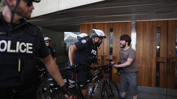 Неизвестные взяли в заложники сотрудников компании Ubisoft в Канаде. На месте работает спецназ