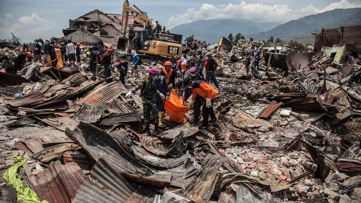 Власти Индонезии рассказали о 152 тысячах погребенных под завалами жертв