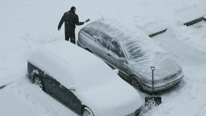 В Америке водитель открыл огонь по подросткам, попавшим снежком в его машину