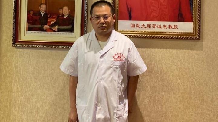 Злой рок: Китайский врач сбежал от COVID-19 из Поднебесной, но умер от него в России