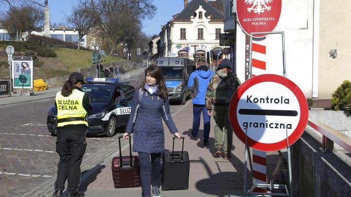 Заканчиваются таблетки для ребёнка: Украинцы оказались в ловушке между Польшей и Германией