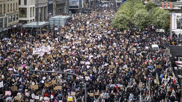 Бараку Обаме задали неудобный вопрос о странном совпадении перед бунтами: Конспирологи, ваш выход!