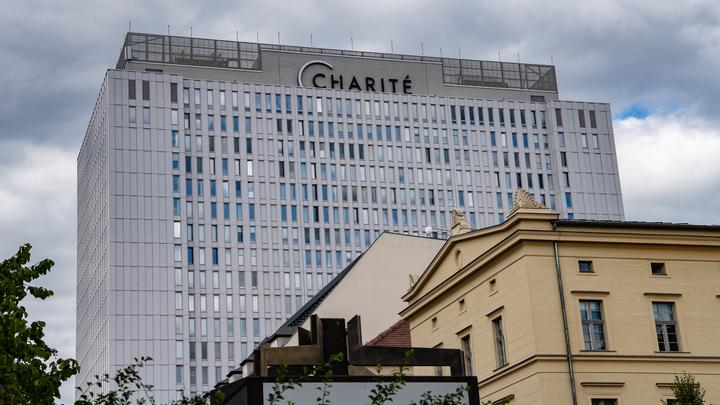Шарите ушла в отказ: Берлинская клиника, где лежит Навальный, молчит уже 12 дней