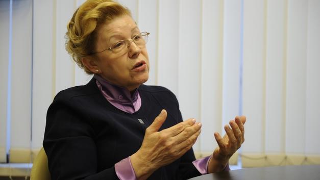 Елена Мизулина потребовала разобраться с изъятием 7 детей у матери в Хакасии из-за длинных волос