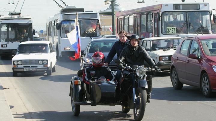 Новосибирцы встали в двухкилометровую пробку на Октябрьском мосту