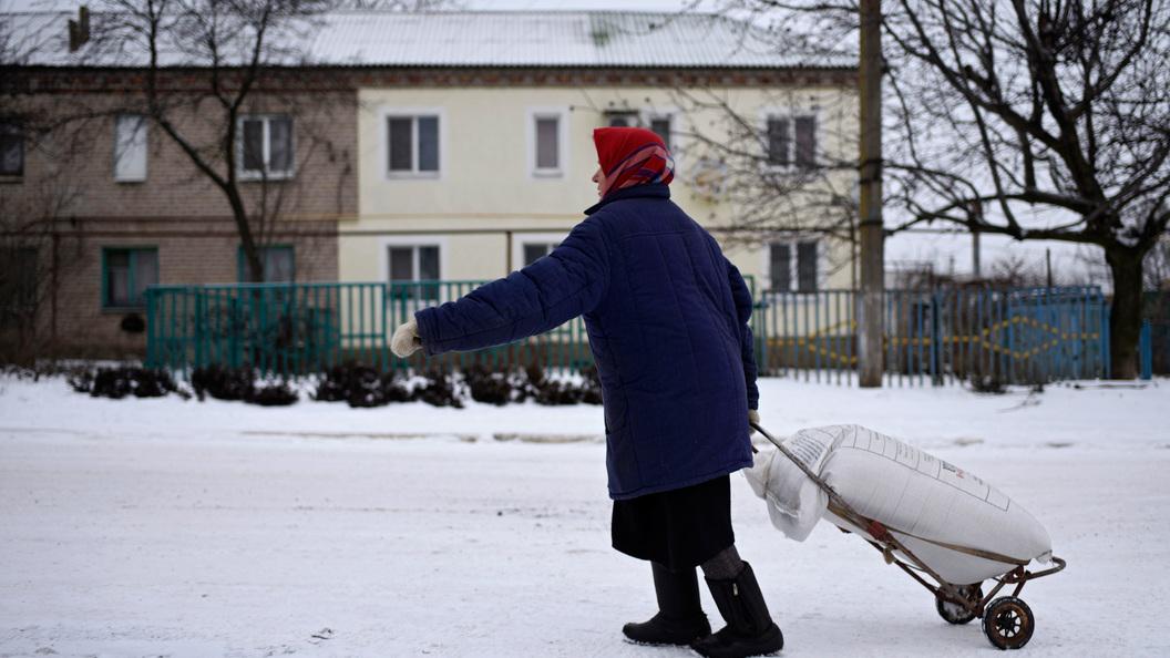 Гуманитарная автоколонна МЧСРФ отправилась вДонбасс