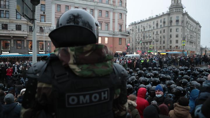 Счёт идёт на десятки: В Москве от рук гуляющих пострадали силовики