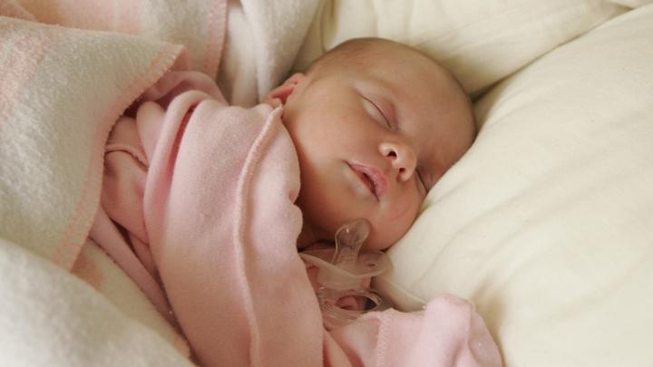 Ученые: Леворукими чаще рождаются малыши с небольшим весом