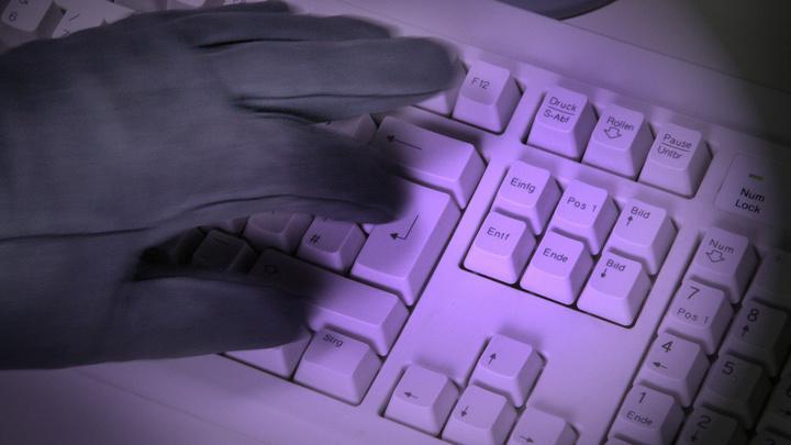 Под ударом каждый: На Россию обрушилось цунами киберпреступлений. Как действуют мошенники?