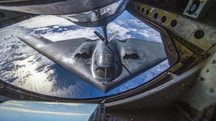 Выглядит как невидимка В-2: Русского Охотника в США признали лучше американского бомбардировщика
