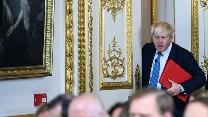 Что страшнее для королевы Англии, Опра Уинфри или русские танки? Борис Джонсон придумал ответ