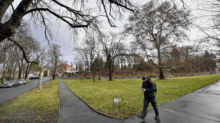 Совершить пакость, оставаясь при этом как бы в стороне: Городской совет Праги проголосовал за появление площади Бориса Немцова