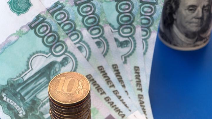 Жители России стали меньше есть и реже ездить: Сбербанк каждому заглянул в карман