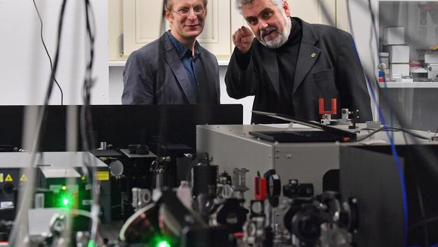 Русско-британская команда физиков создает звуко-квантовый компьютерный чип