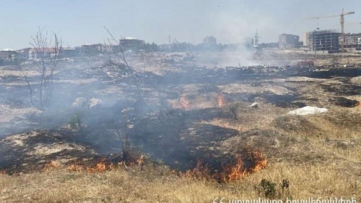 Десятки гектаров площадей сгорели в Армении за время стоящей жары