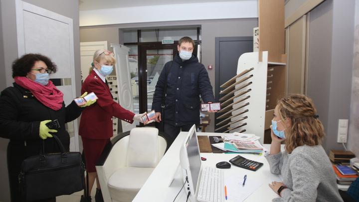 Без масок? Штраф: за месяц в Геленджике 11 компаний не соблюдают санитарные меры
