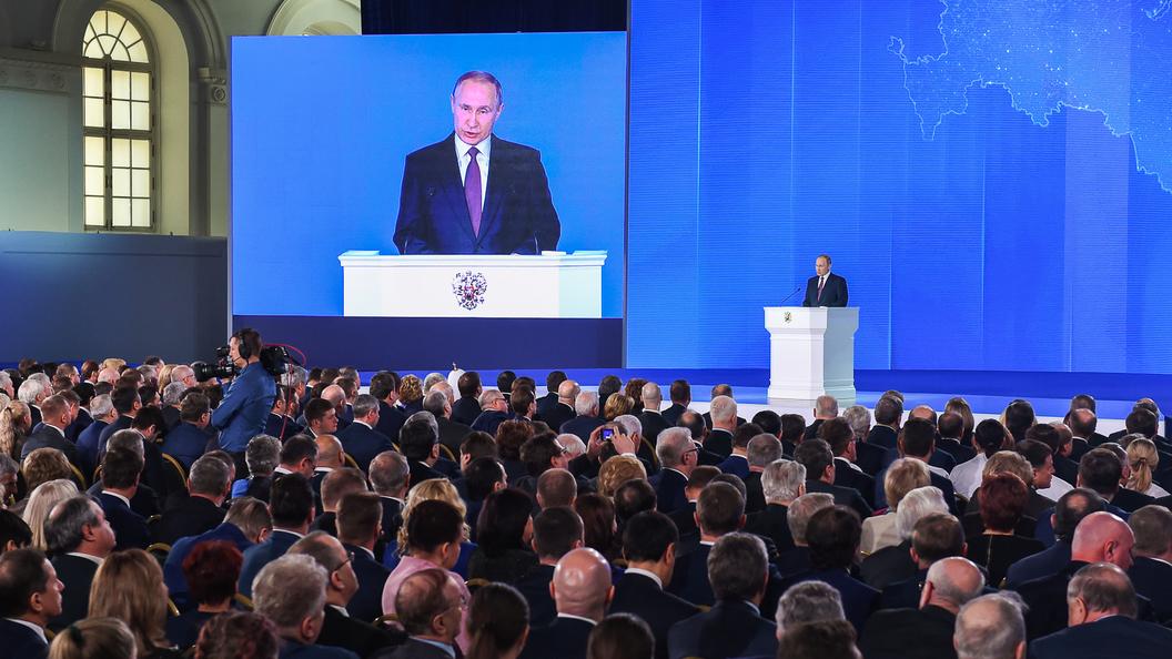 Предвыборный митинг за Владимира Путина собрал полный стадион (Daily Mail)