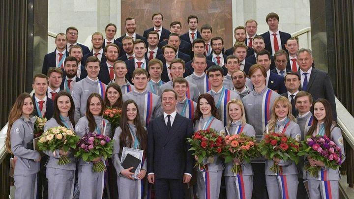Награды попутали: На церемонии награждения олимпийцев не обошлось без курьезов