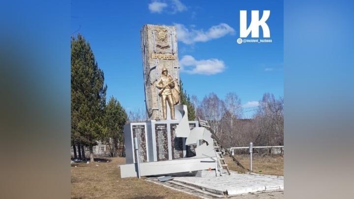 Ветер снес часть памятника ветеранам войны в кузбасском селе