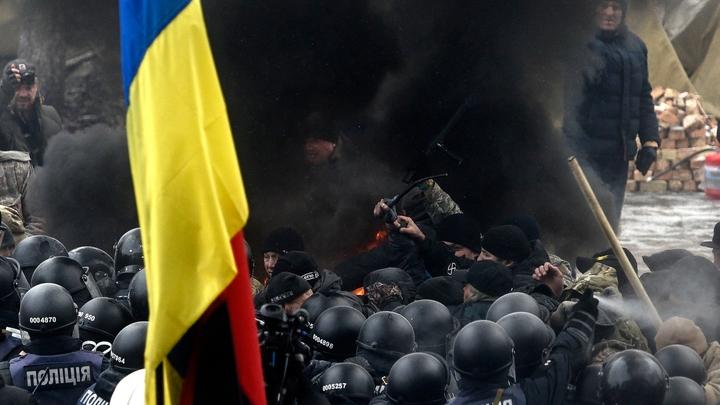 Закон о реинтеграции Донбасса: Порошенко жертвует националистами ради Брюсселя