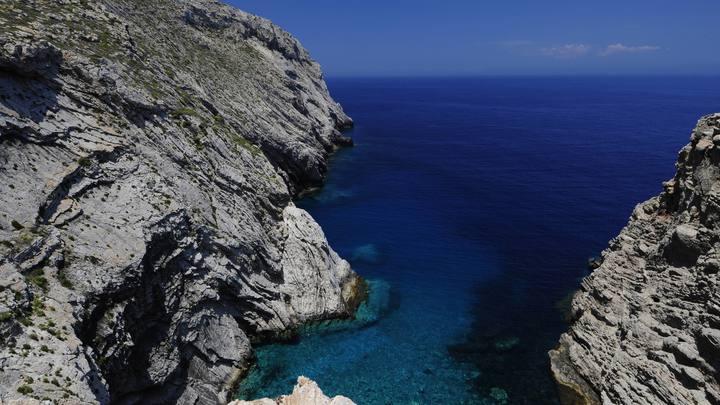 Одинокий остров ищет жителей: В Греции предлагают 500 евро в месяц за переселение на Андикитиру