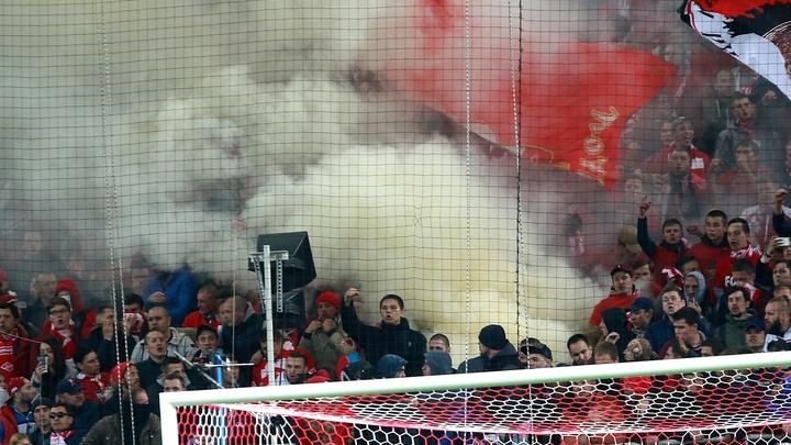 Фанаты Спартака жгли сиденья во время матча с Локомотивом