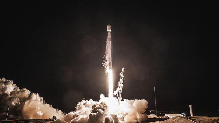 Илон Маск анонсировал запуск Falcon 9 с грузом размером с автобус