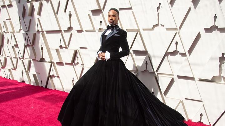 Американские родители в бешенстве: Гомосексуалиста в платье позвали на детскую передачу Улица Сезам