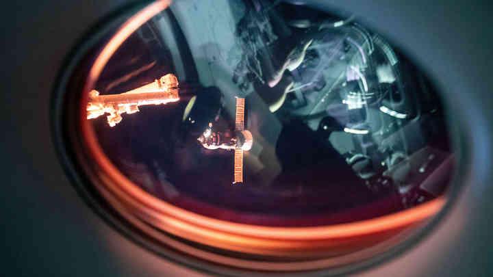 У МКС прохудилась крыша: Космонавты насчитали 6 трещин в российском модуле