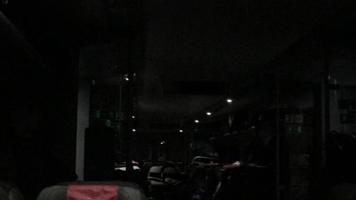 Без воды, в темноте и кофе по 100 рублей: Пассажирыпримерзшей Ласточки несколько часов не могли двинуться с места - фото