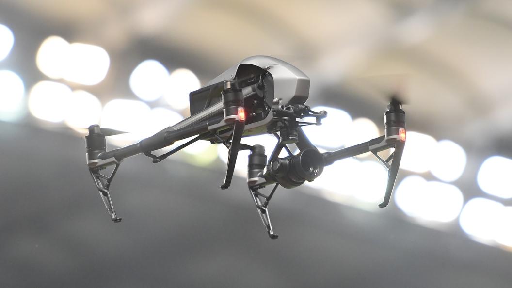 Очевидцы сняли на видео, как конфетный дрон спикировал на головы зевак в Японии