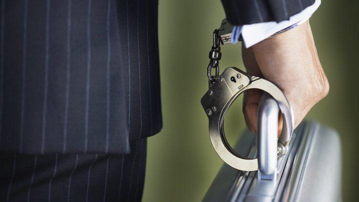 Двух полковников ФСБ отправили в СИЗО за взятки