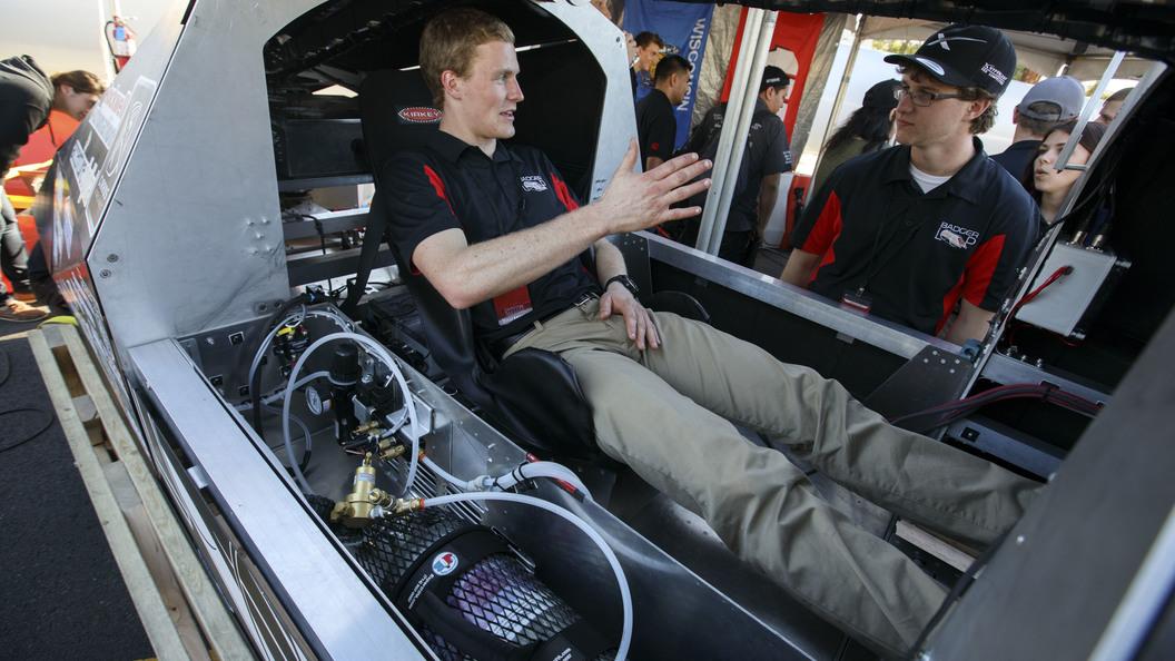 Илон Маск не смог выполнить обещание по скоростному поезду Hyperloop