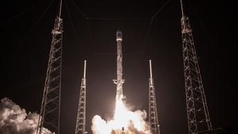 Ракету Falcon 9 с десятью спутниками связи запустили в космос