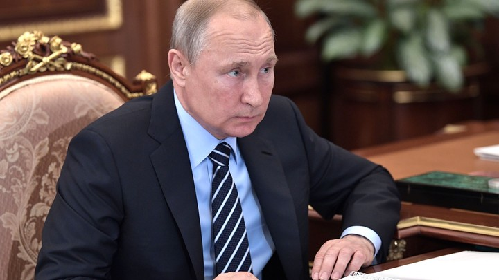 Откуда у Путина форма Бэтмена: Испанцы раскрыли секрет вечной молодости президента России