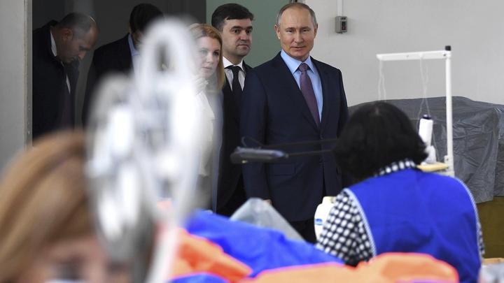 Владимир Путин поздравил женщин с признанием их непостижимого умения успевать всё