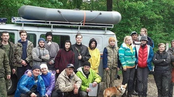 В Краснодарском крае спасли 19 туристов, которые застряли в лесу из-за поднявшейся воды в реке