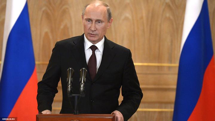 Владимир Путин и Эммануэль Макрон проводят переговоры в Версале