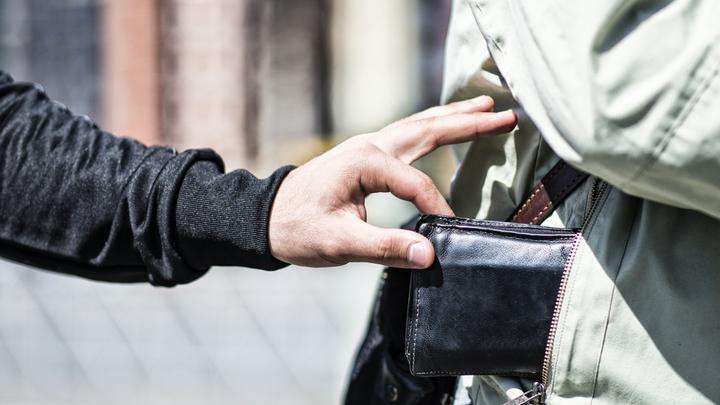 Академик Глазьев: ЦБ изымает деньги из экономики и карманов граждан